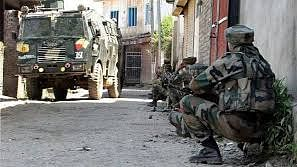 Gunfight erupts in Srinagar after militant fire at CRPF troopers
