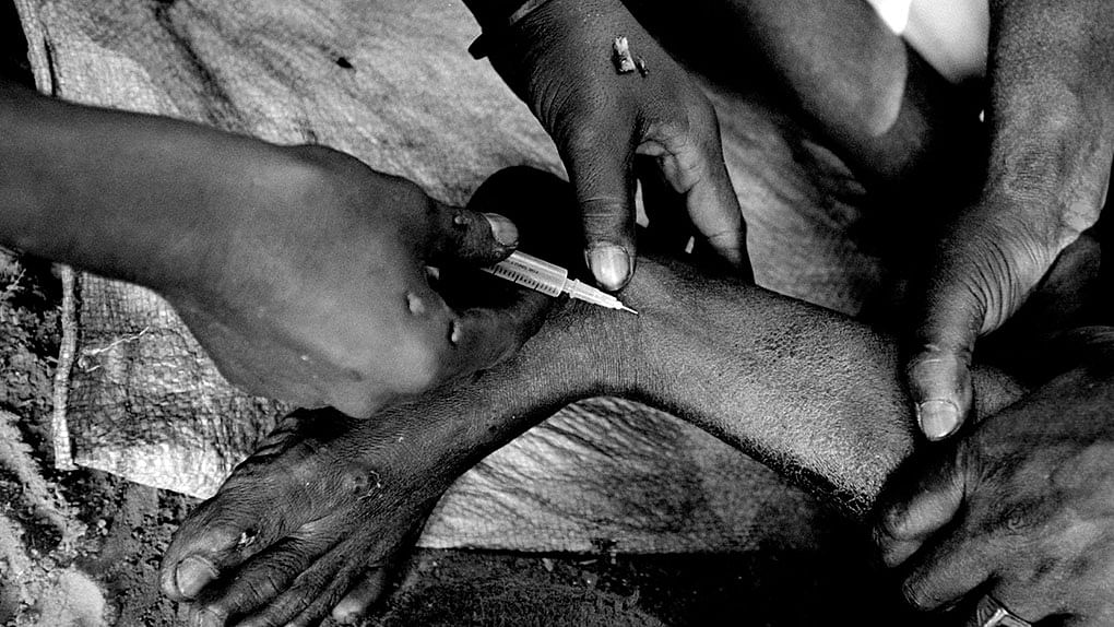 Quack's reuse of needle suspected after spurt in HIV cases in one village in Uttar Pradesh
