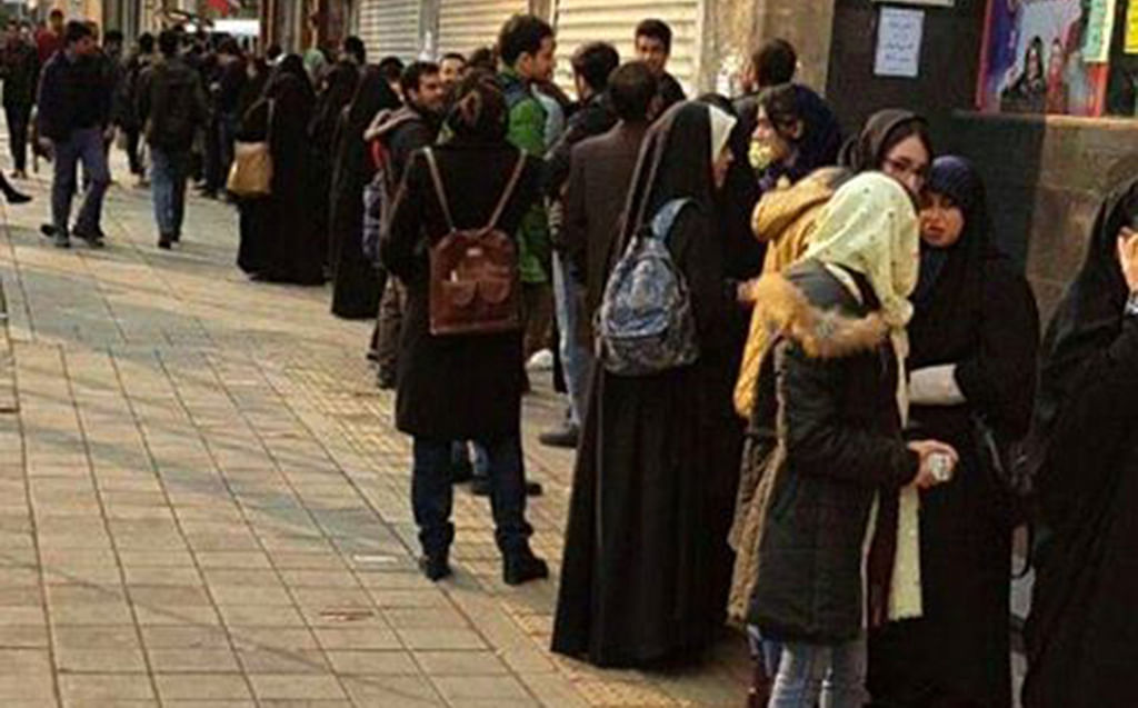 Iranians queueing up for Amirkhani's new book raises hope for book lovers