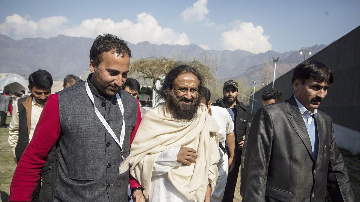 Kashmir teaches 'art of leaving' to Sri Sri Ravi Shankar