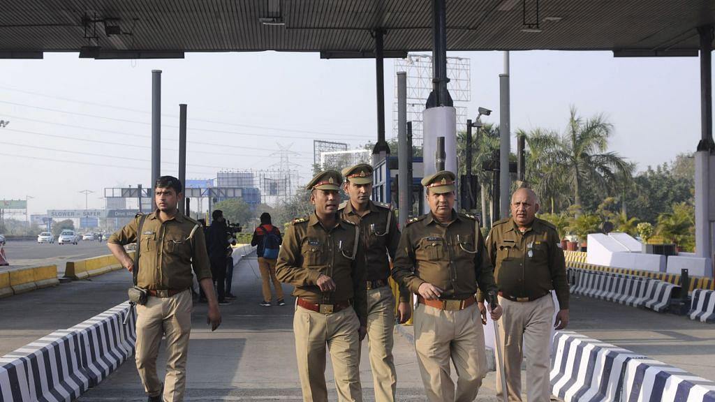 UP police personnel defy DGP, sport black bands