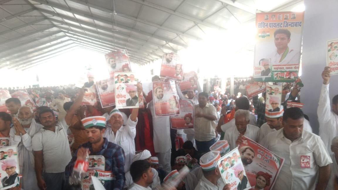 Live: Rahul targets Modi for failed promises at Jan Aakrosh rally