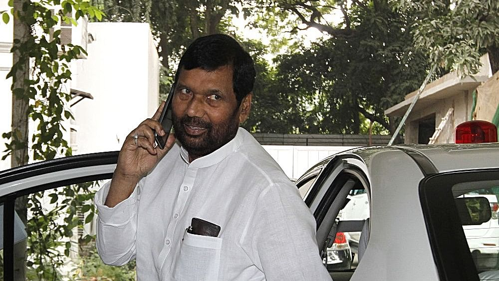 Paswan: Ordinances planned for quota in promotion, restoring SC/ST Act