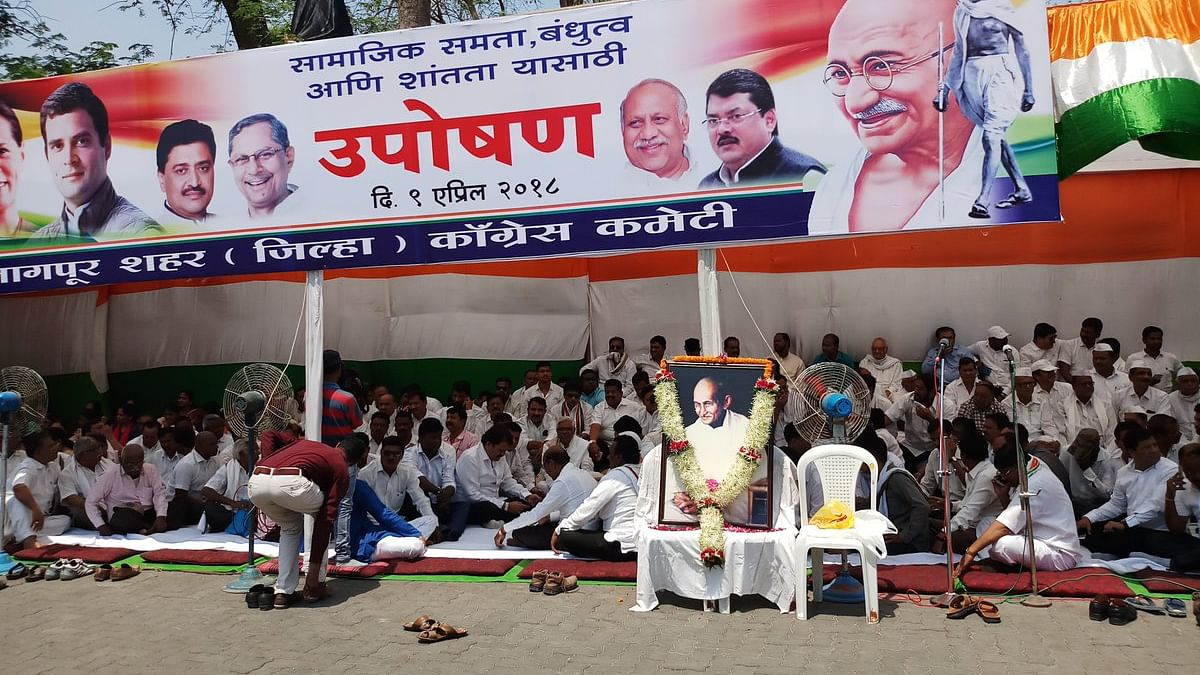 Live: Rahul leads nationwide Congress fast for communal peace
