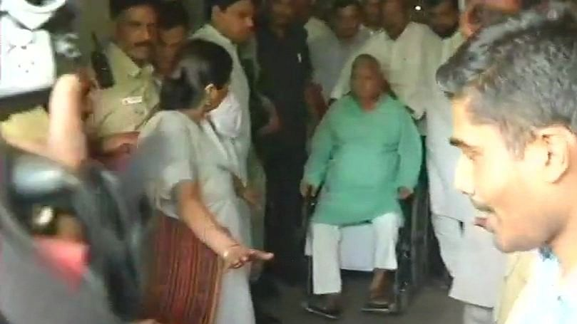 Lalu's health worsens on train to Ranchi; doctors called in at Kanpur