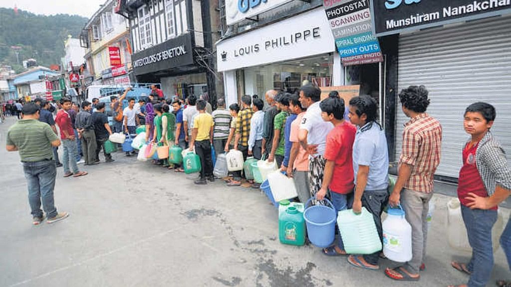 Shimla reels under severe water crisis, locals vent  anger on social media