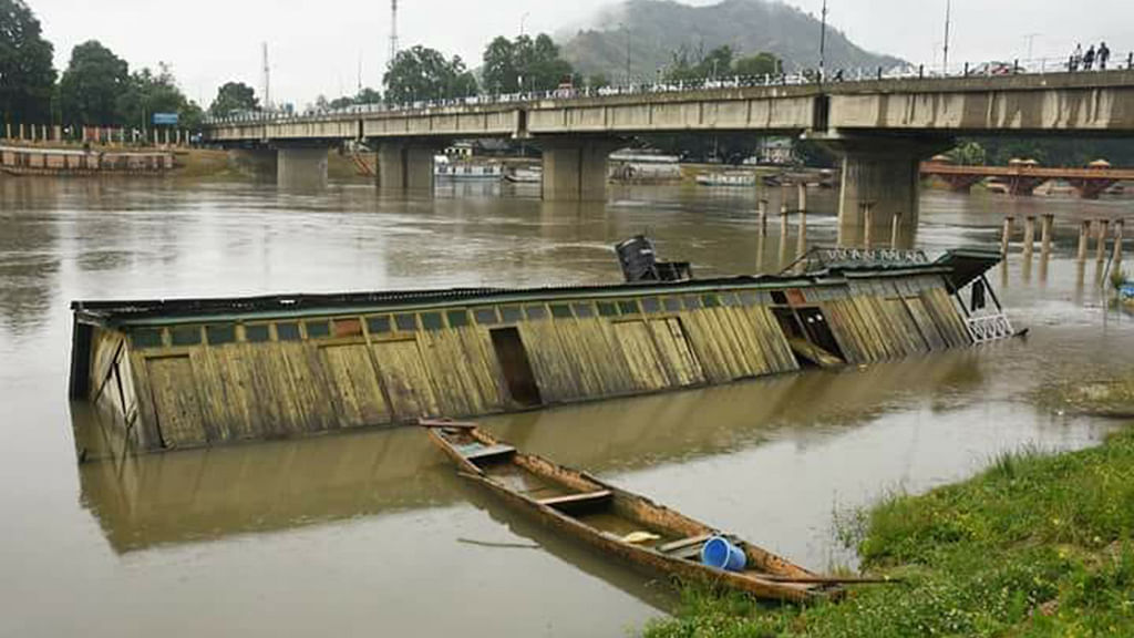 Kashmir flood watch: Residents asked to remain alert, Amarnath Yatra suspended
