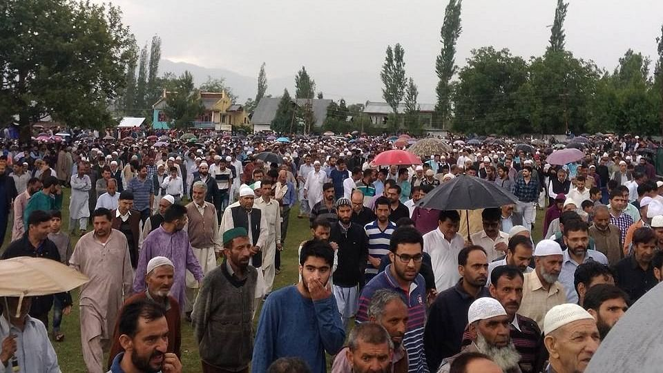 Kashmir mourns Shujaat Bukhari: 'We're now a large crowd of numb mourners'