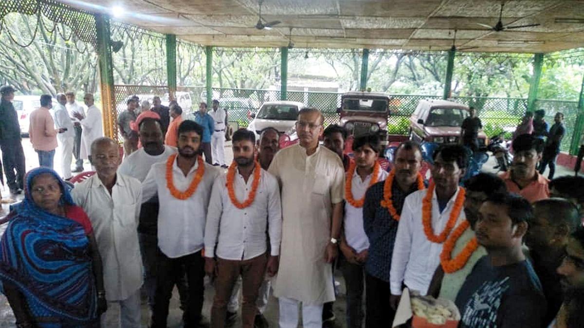 Jayant Sinha confirms lynching is BJP's agenda by garlanding the lynch brigade