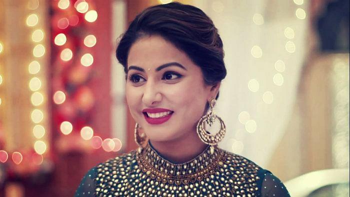 Hina Khan accused of jewellery fraud, twitterati calls her 'chor'