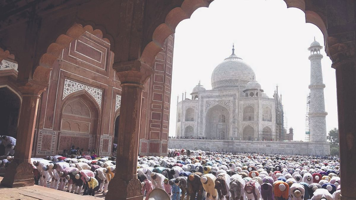 SC bans outsiders from offering namaz in Taj mosque