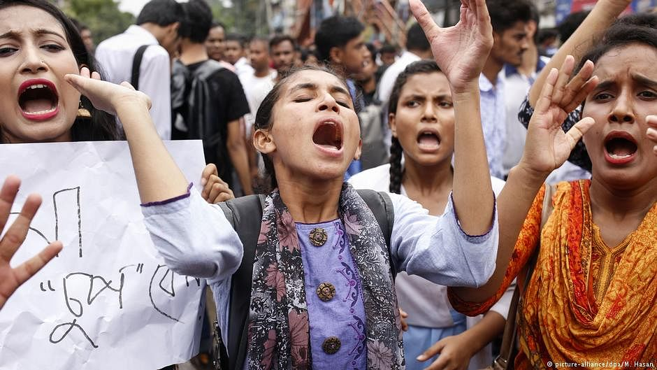 Bangladesh: Cops beat, injure 115 students protesting for road safety