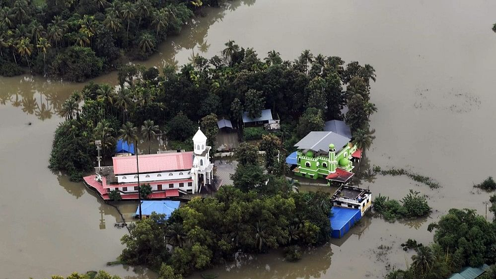 Kerala floods: Anger mounts as toll rises to 368; red alert in 3 districts