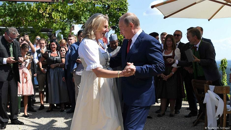 Vladimir Putin dances at Austrian foreign minister's wedding