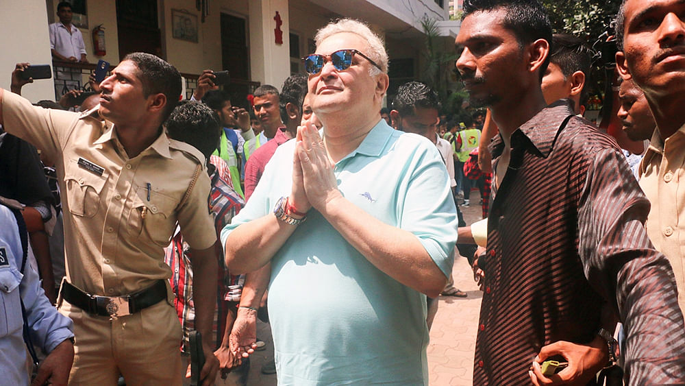 Rishi Kapoor heads to US for treatment; asks fans not to speculate