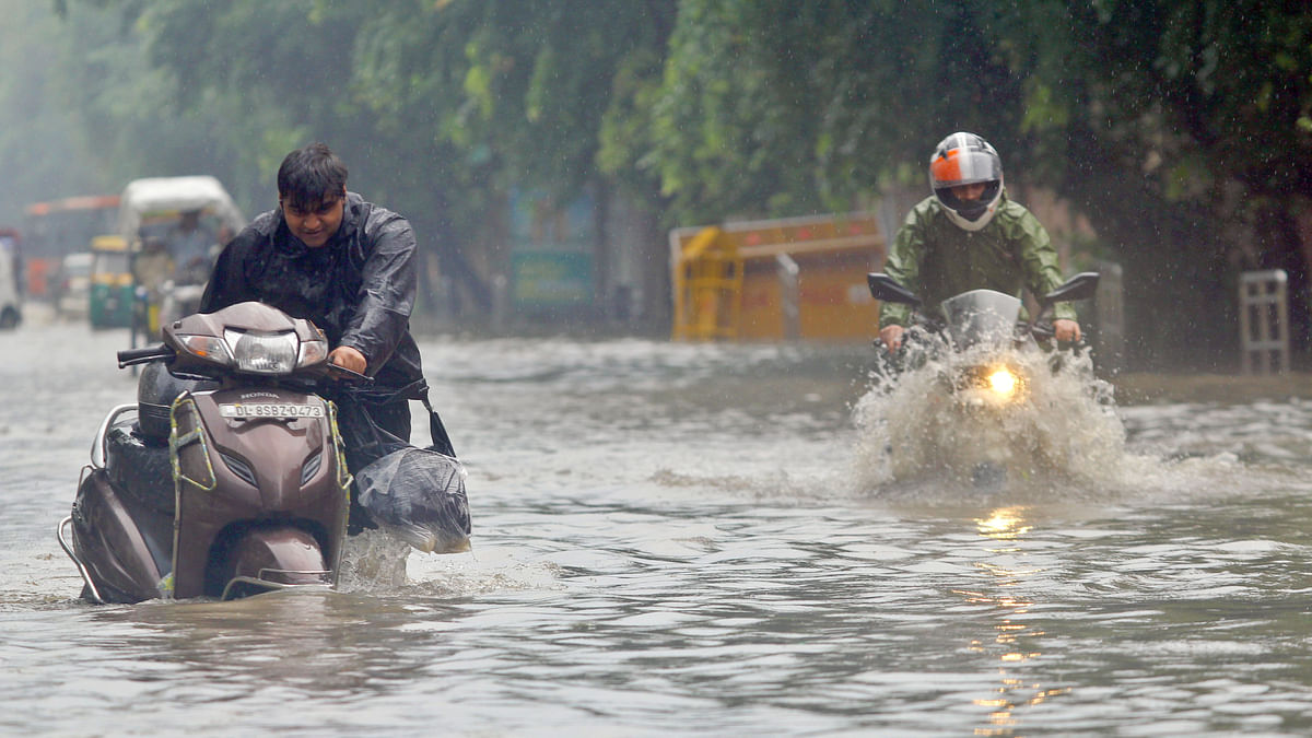 Heavy rains in Delhi, waterlogging leads to traffic congestions