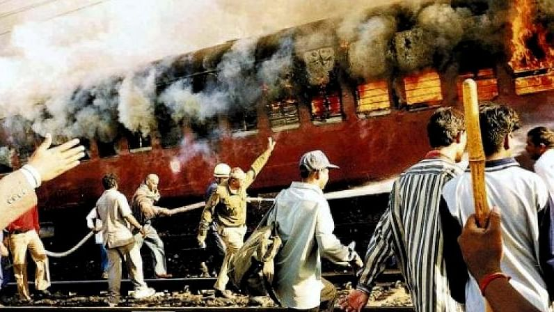 Gujarat riots:  Army lost a  day waiting for vehicles, despite request to CM Modi