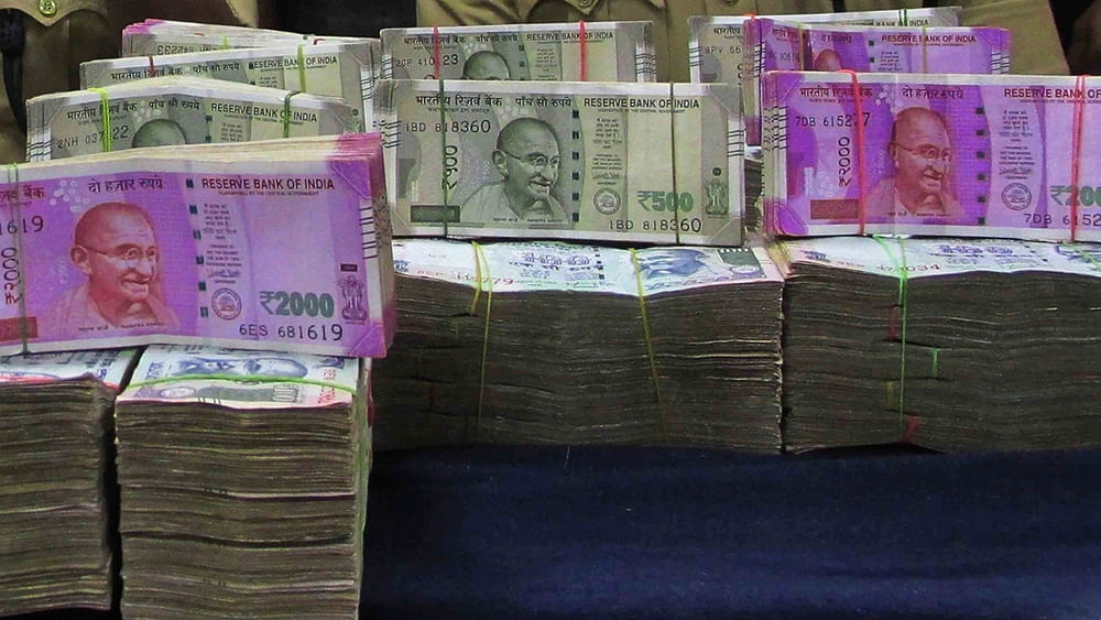 Rupee hits historic low of 73.34 against the US dollar