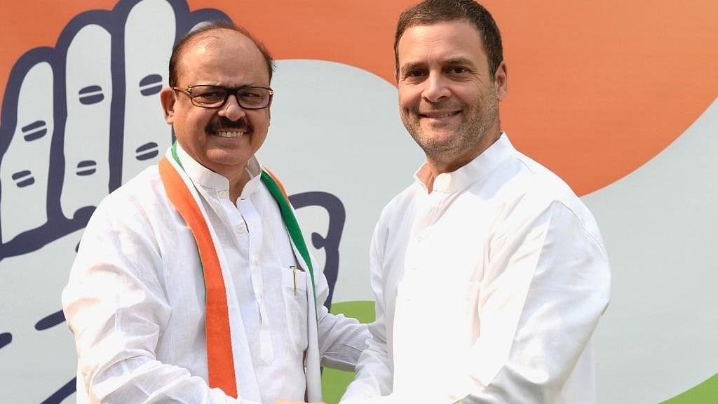 Former NCP leader Tariq Anwar meets Rahul Gandhi, joins Congress