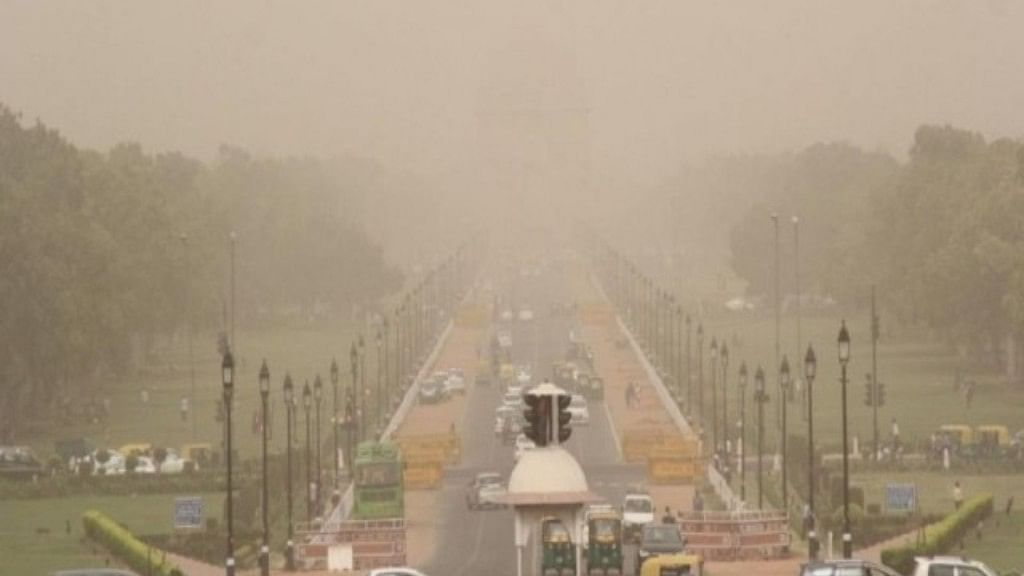 Misty morning in Delhi, air quality 'very poor', humidity level recorded at 88%