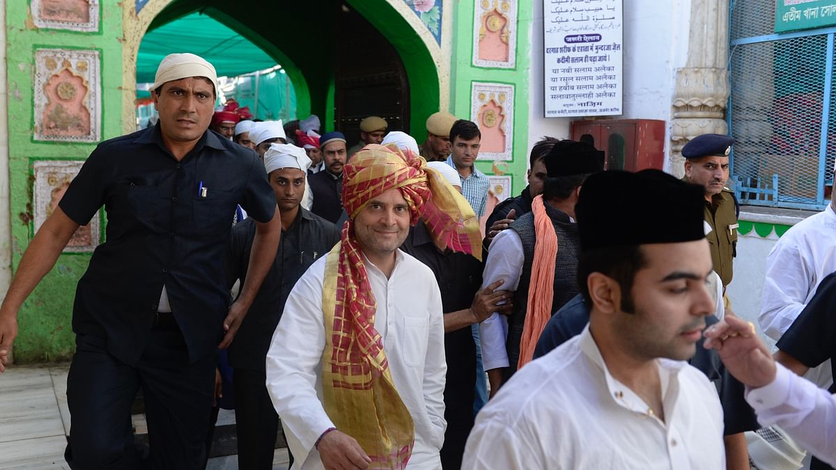 Rahul Gandhi visits Ajmer dargah, offers prayers