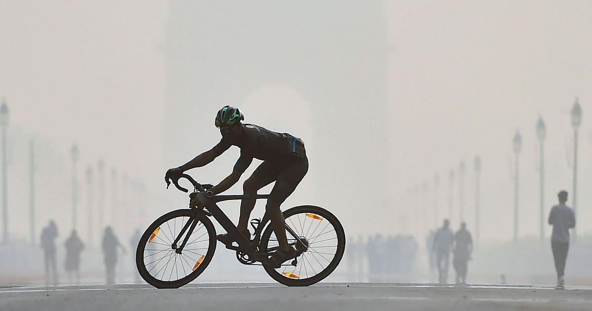 Low visibility as shallow fog envelops Delhi, air quality remains poor