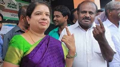 Karnataka: BJP's bypoll candidate back in Congress; boost for Kumaraswamy's wife