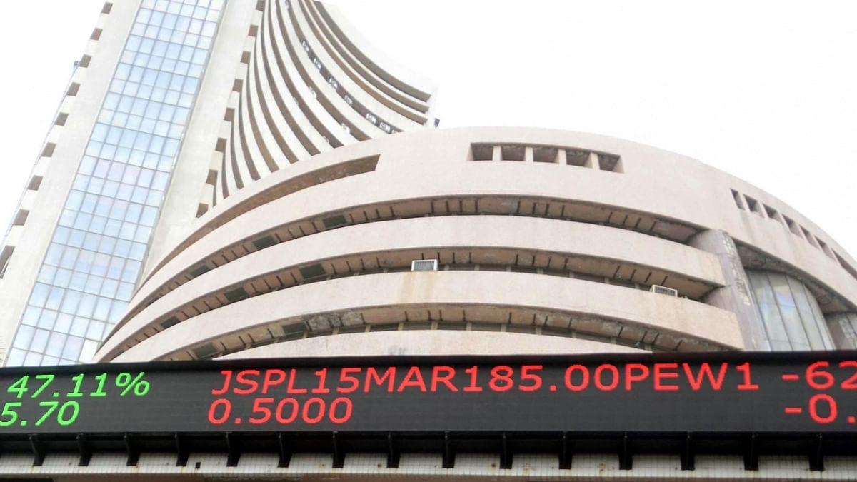 Sensex sinks 642 points as crude oil woes persist