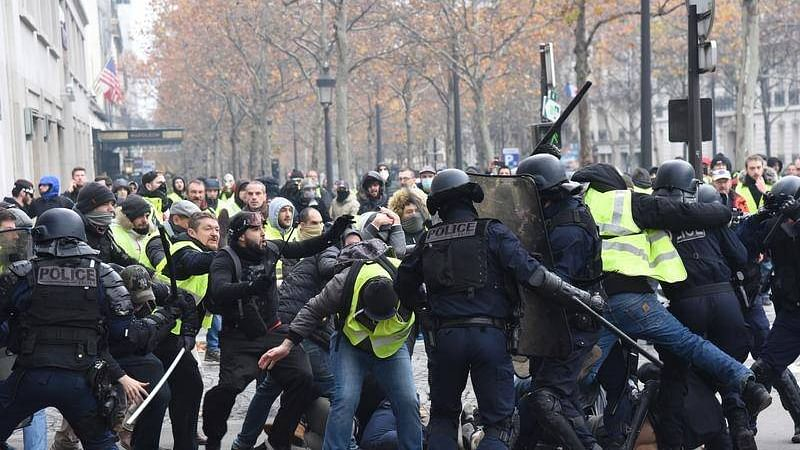 Yellow vests protest: France may consider imposing emergency to control civil unrest