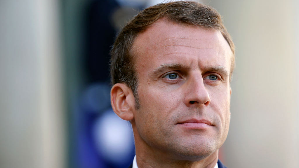 Yellow vests protest: Macron to hold crisis meeting over protests