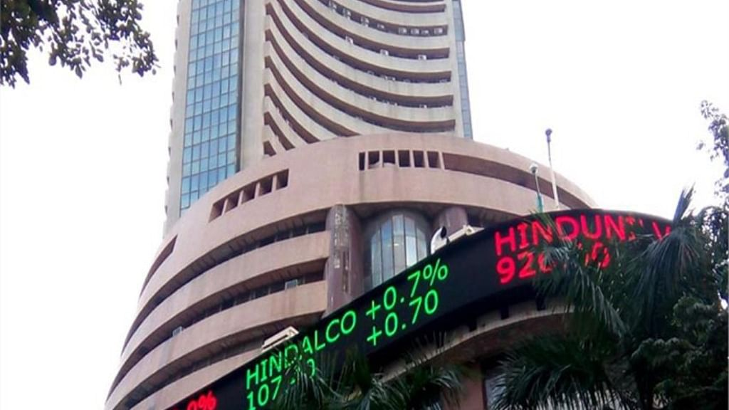 Sensex crashes at 500 points and Nifty over 140 points