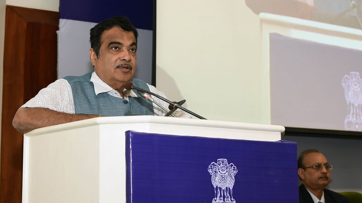 Union Minister Nitin Gadkari collapses at a function in Maharashtra