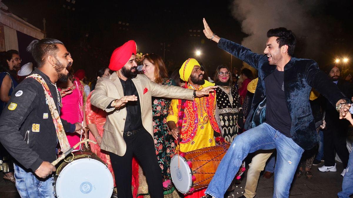 Charan Singh Sapra hosts Lohri party; Kapil Sharma and wife celebrate their first 'Lohri' together