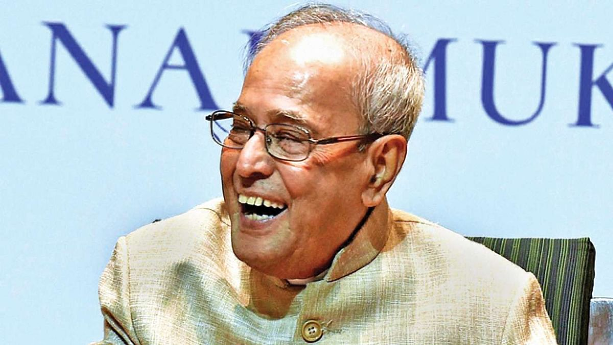 Pranab accepts  Bharat Ratna; Bhupen Hazarika and Nanaji Deshmukh conferred posthumously
