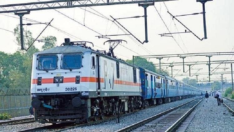 392 festival special trains from Oct 20-Nov 30; fares 10-30% higher than mail/express trains