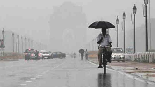 Light rain in Delhi-NCR, no relief from air pollution, J&K still in grips of cold wave