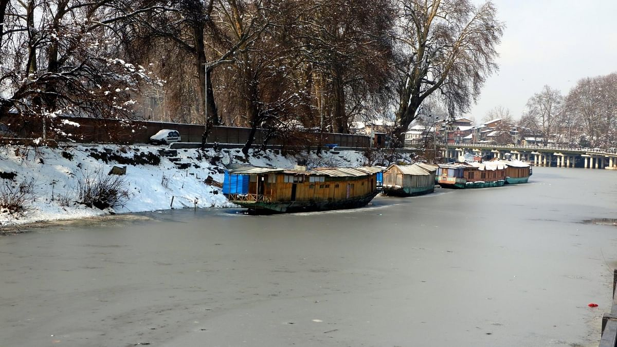 Dal Lake partially freezes, Srinagar records coldest night in 30 years