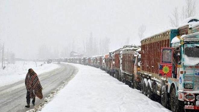 Avalanche hits Jawahar tunnel, Jammu-Srinagar highway closed
