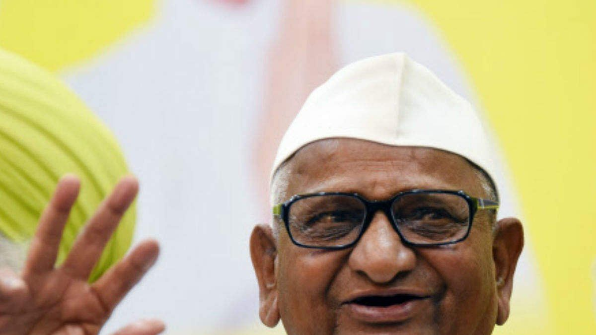 Maharashtra CM, Union ministers meet Anna Hazare, urge him to call off fast