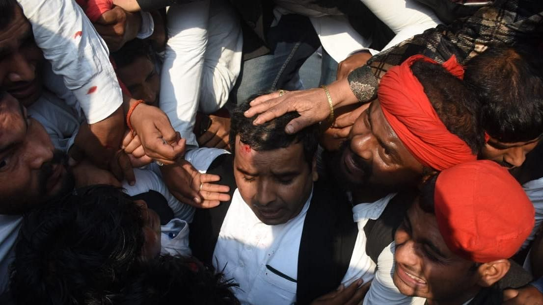 Mamata condemns Akhilesh being stopped at airport as hundreds of SP workers stage protest against Yogi govt