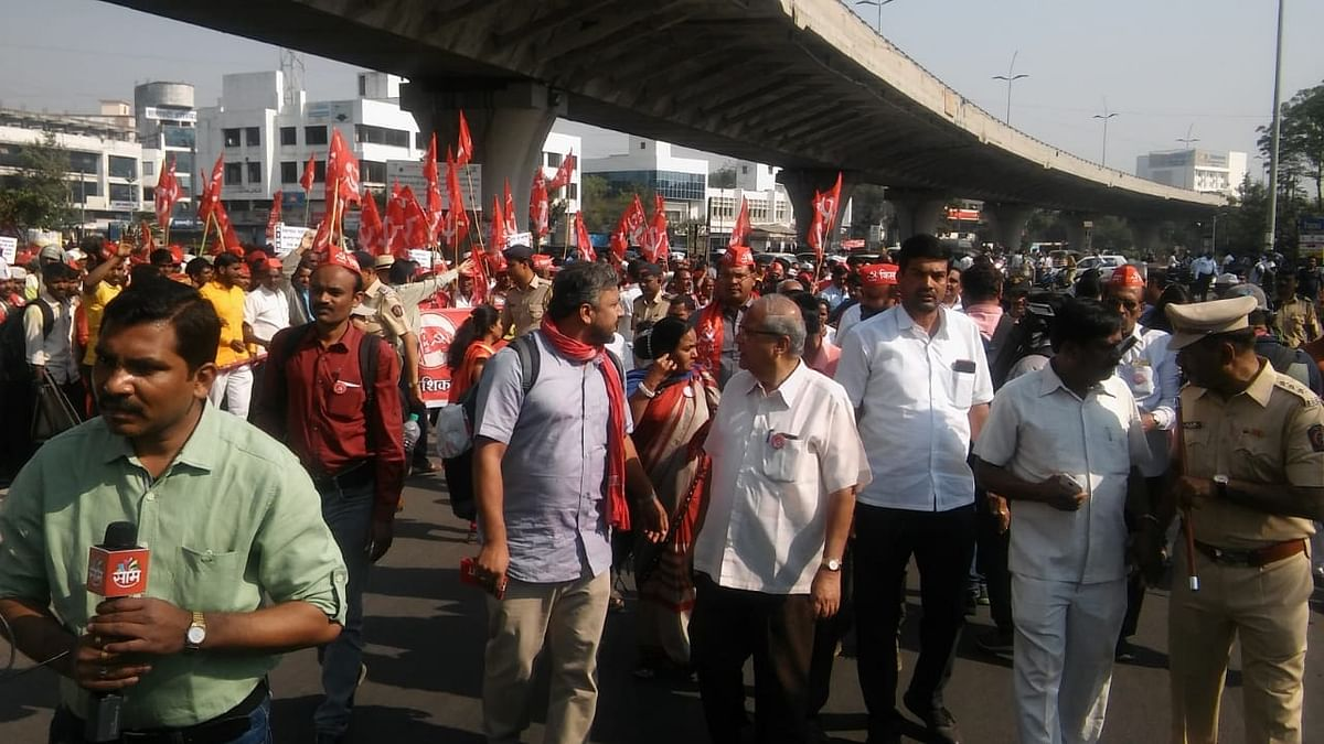 Maharashtra: farmers suspend 'long march' after midnight drama