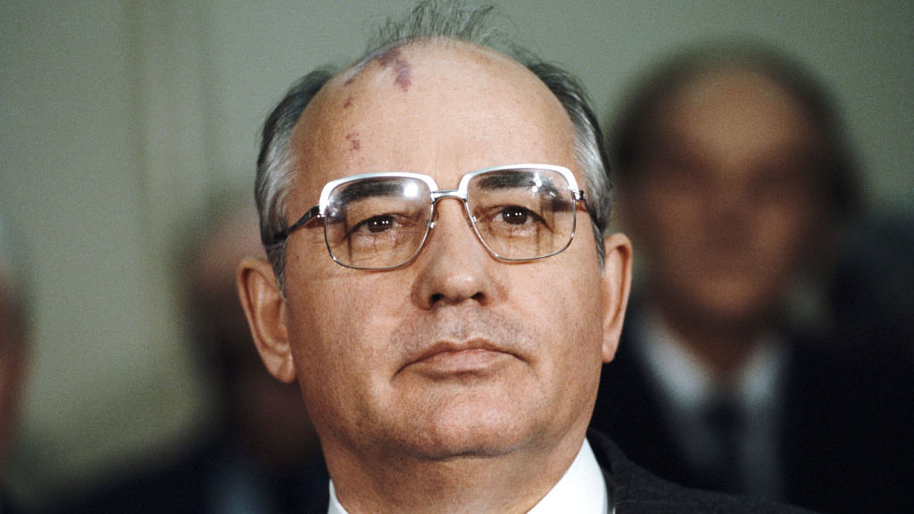 Resume talks on nuclear arms treaty with Russia, Gorbachev urges US