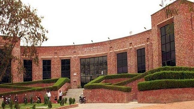 JNU writes to VP against 'violation' of HC order by MPs, teachers reject charge