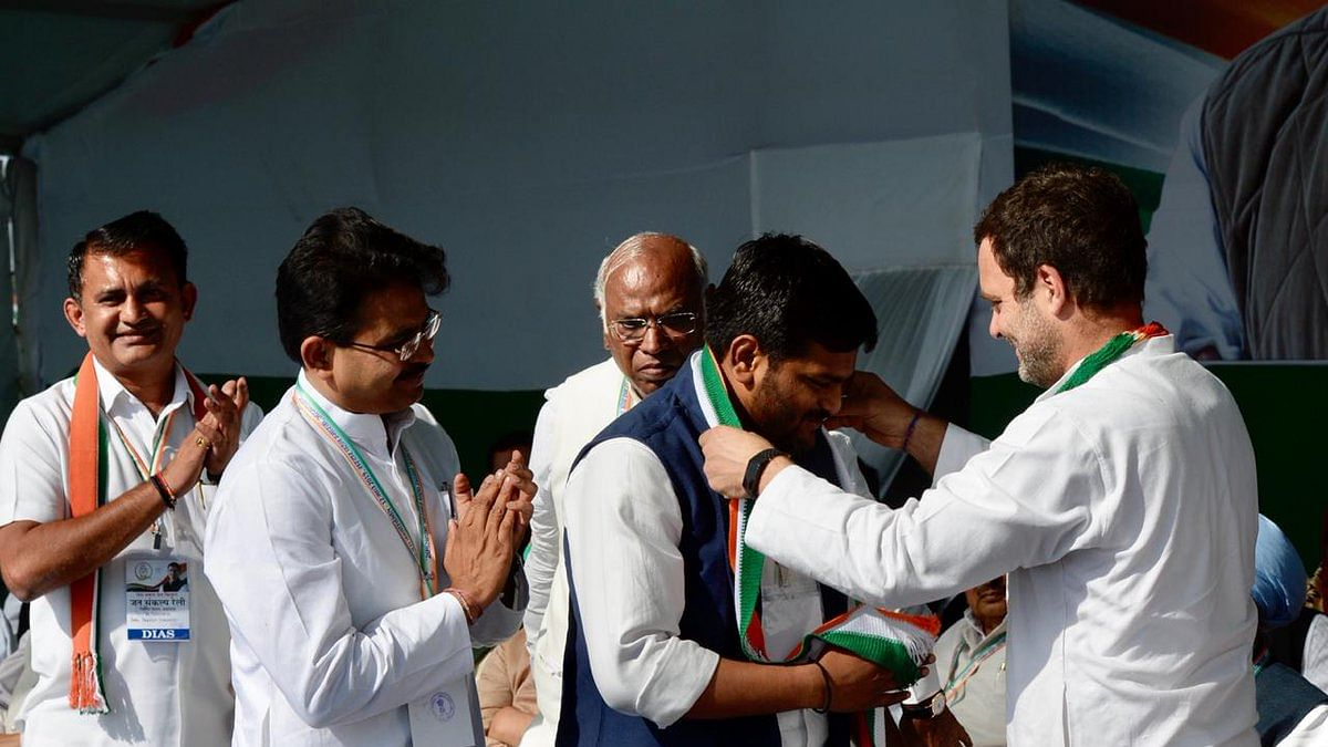 "Hardik Patel joins Congress, says Rahul Gandhi is honest, ""doesn't believe in working like a dictator"""