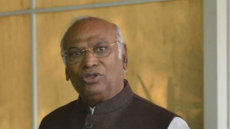 Lok Sabha polls: Kharge, Moily among 18 Congress nominees for Karnataka