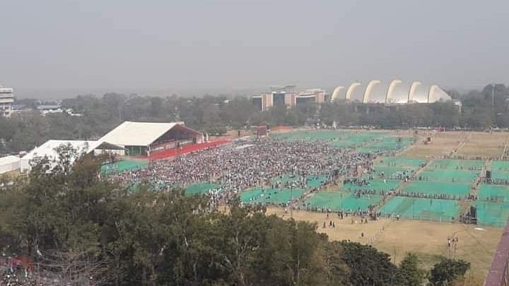 Lalu takes a potshot at Modi's Sankalp rally, mocks low turnout at Gandhi Maidan