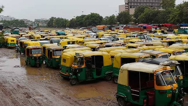 """Motor Vehicles Act: Auto-driver fined for not wearing """"seat-belt"""" in Bihar"""
