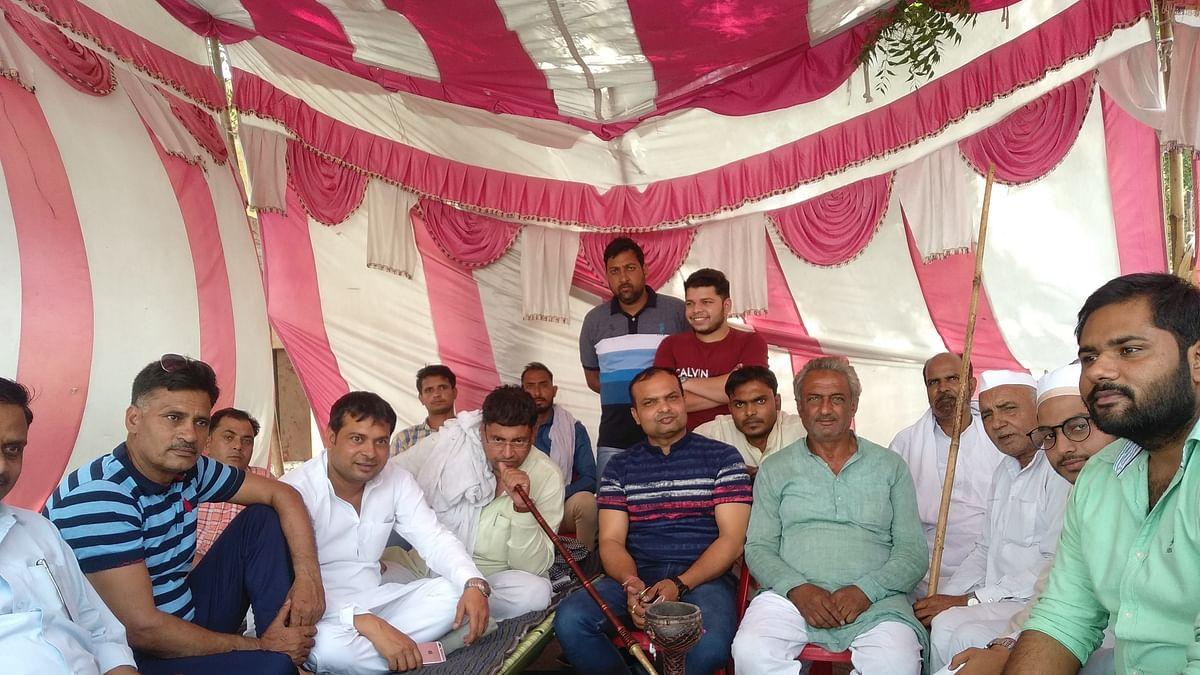 Lok Sabha polls: Opposition parties in Muzaffarnagar guard EVMs armed with lathis