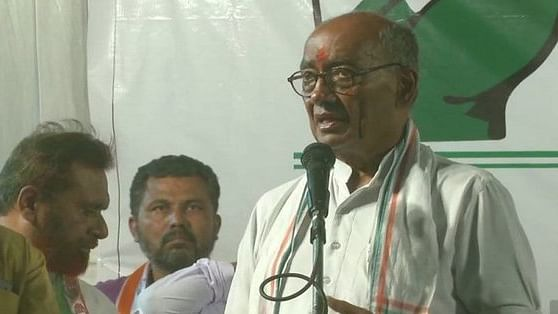 Disgruntled BJP leaders dent saffron campaign in MP, Digvijaya improves his position with Left support