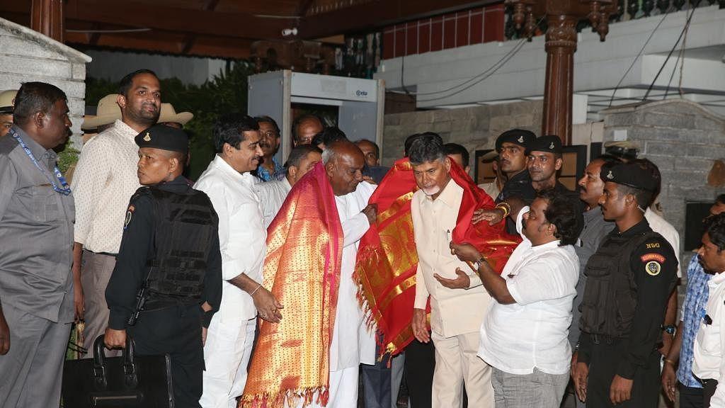 Naidu meets Gowda, Kumaraswamy for post-poll alliance